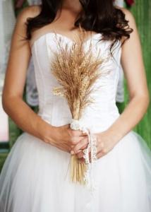 วิธีการเลือกชุดชั้นในเมื่อต้องสวมใส่ชุดราตรีสีขาว